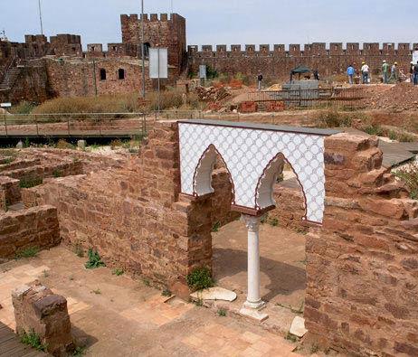 Maquetas: Arco islâmico. Proposta de reconstituição. Castelo de Silves. Silves. (figura 2)