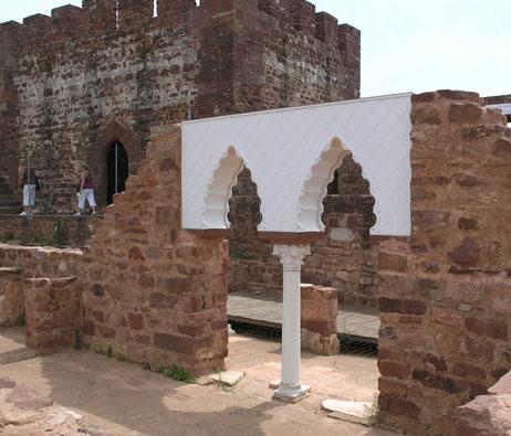 Maquetas: Arco islâmico. Proposta de reconstituição. Castelo de Silves. Silves. (figura 3)